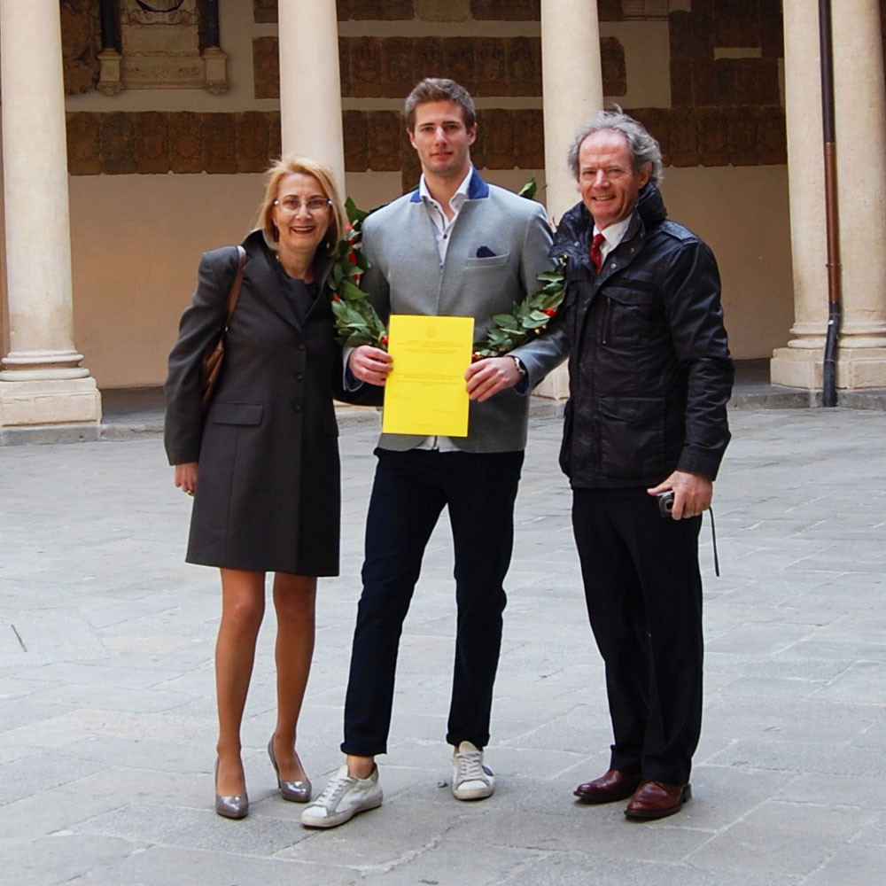 Alberto Carniel has just graduated in International Economics from the University of Padua and he is standing at Palazzo Bo with his parents (Cristina Infante and Carlo Carniel), holding his thesis: Role and evolution of humanitarian aid in the Italian Development Cooperation.