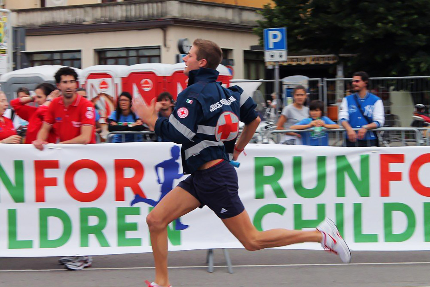 """Alberto Carniel is running for the Italian Red Cross during the """"Run for children"""" competition"""