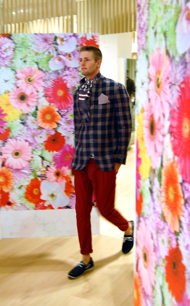 Alberto Carniel walking during a fashion show for Blanc Boutique