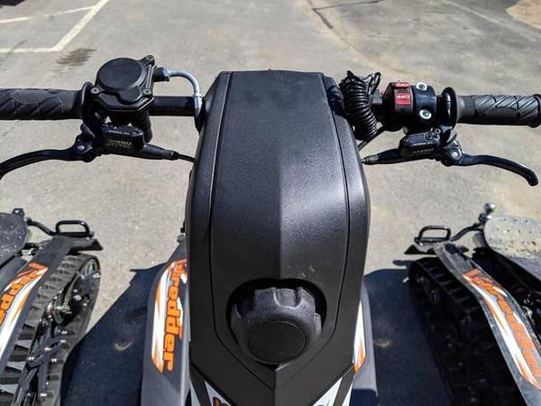 Thumb throttle, 4-stroke 208cc engine (EPA certified)