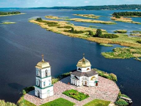 Полет на самолете с Киева к Затопленной церкви
