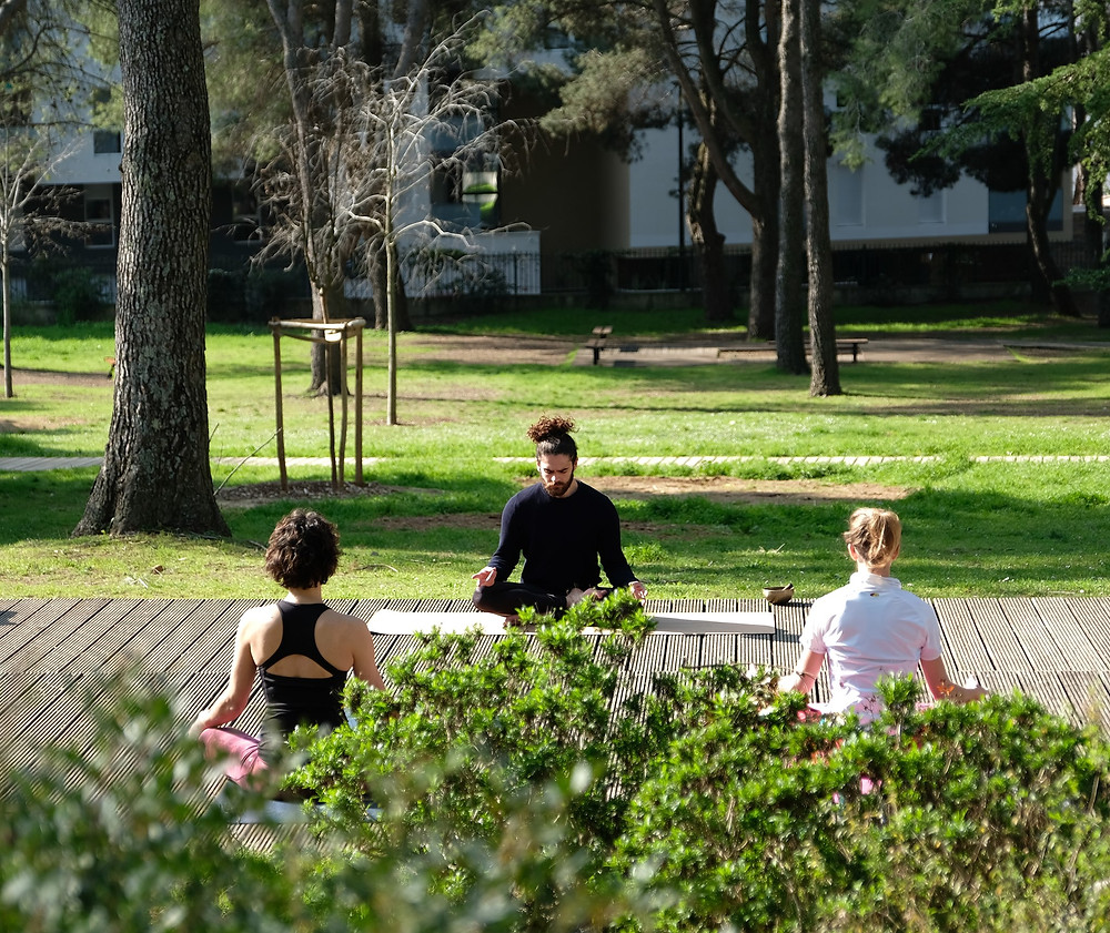 Cours de Yoga France Montpellier - dimanche matin au soleil pour un réveil Bien-être, de la méditation, de la concentration, de la respiration, dans un environnement ressourçant - Retour du Yoga en Plein Air