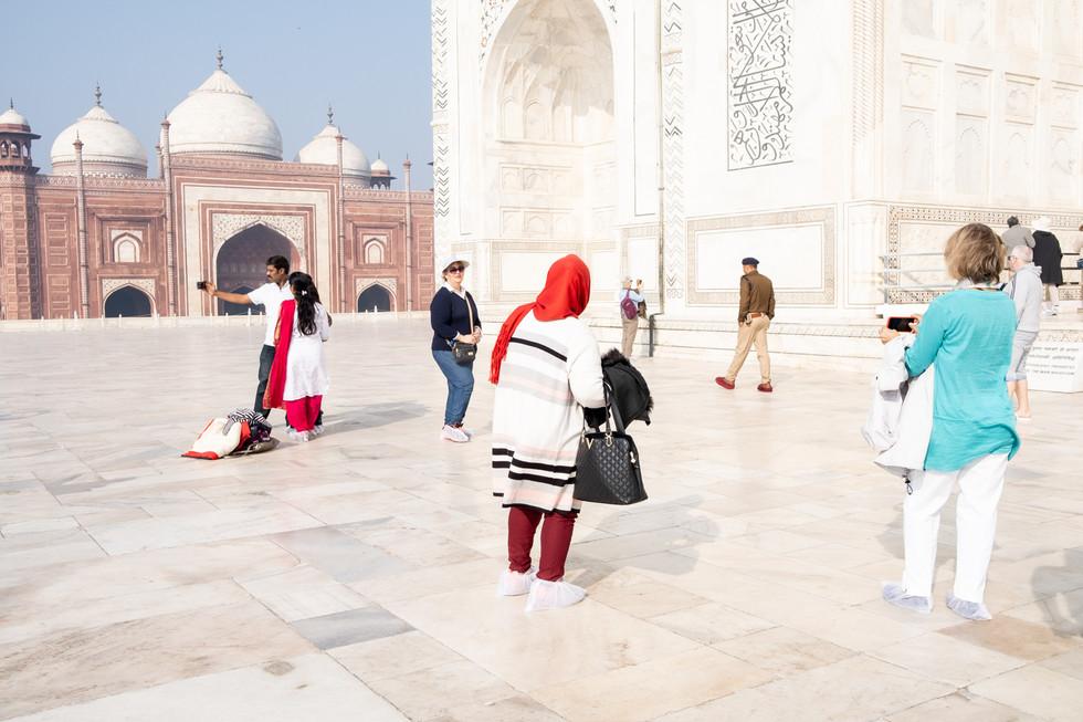 India_15_Tourists Taj Mahal.jpg
