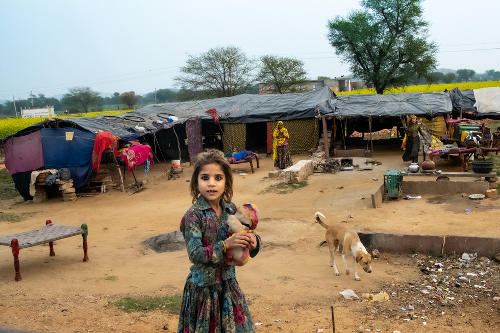 India_1_Roadside Girl.jpg