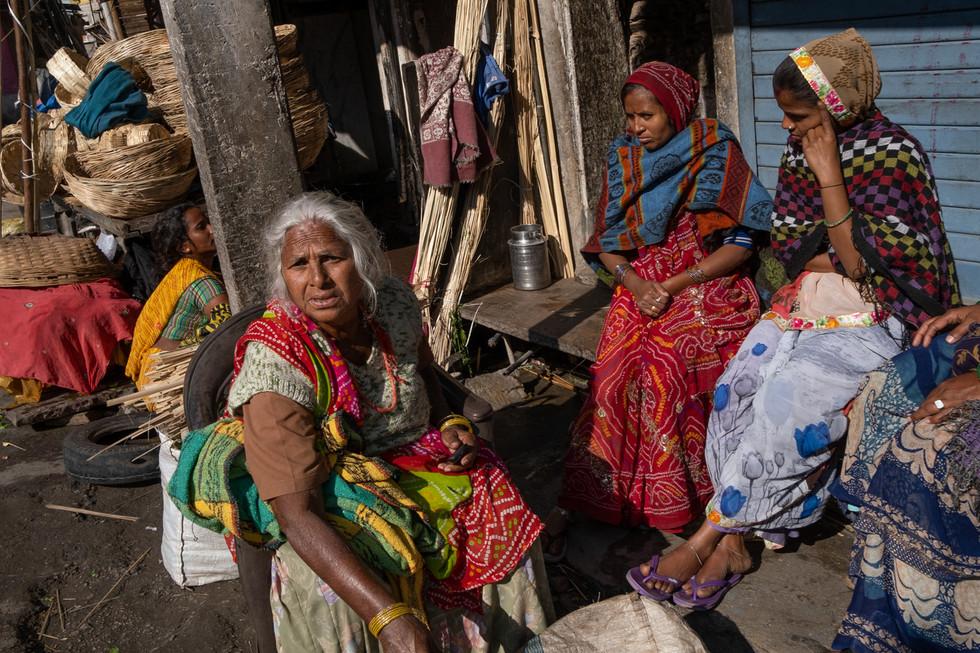India_22_Group Photo Marketplace.jpg