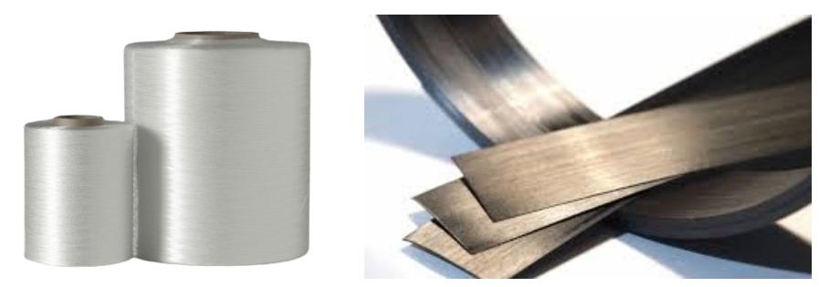 """Gauche : bobine de fibre de verre continue. Droite : """"Tape"""" de fibre de verre pré-imprégnée de polymère thermoplastique"""