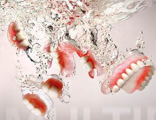 Czym są biokompatybilne protezy zębowe?