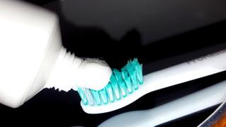 Szkodliwe substancje w pastach do zębów.