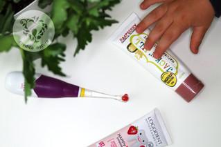 Porównanie składów past i żeli do zębów bez fluoru dla dzieci.