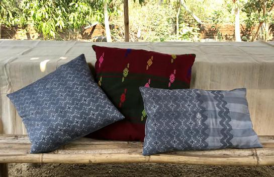 Coussins Katchin  45x45 couleur bordeau   40x40 couleur gris  30x50 couleur gris