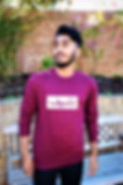 Sweatshirt Burgund Standing.jpg