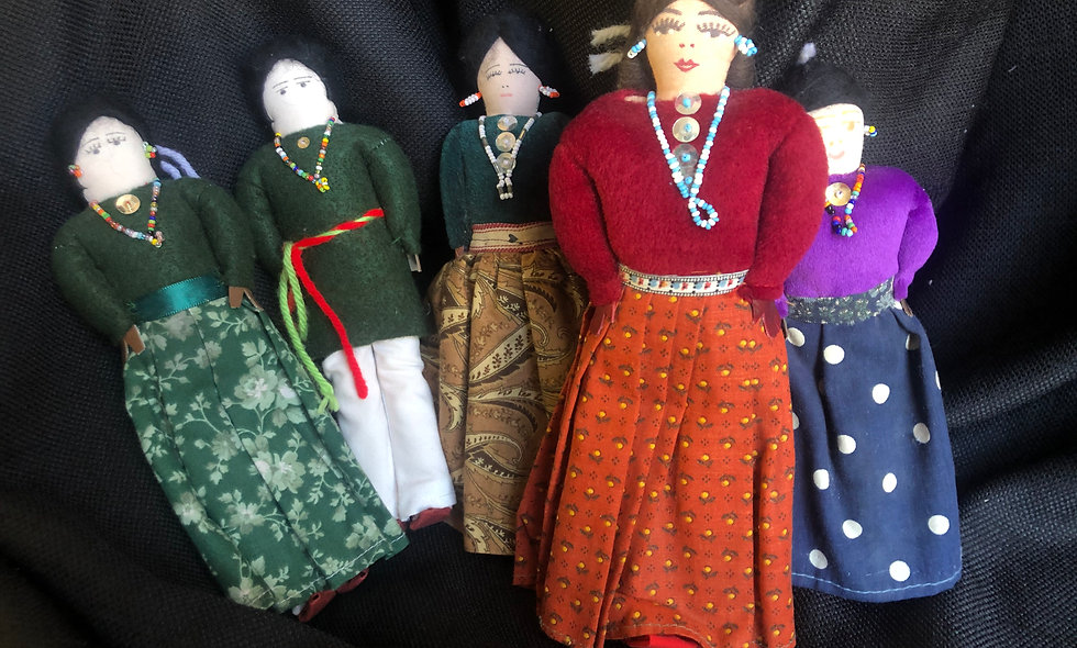 7 Handmade Navajo Dolls in Excellent Condition
