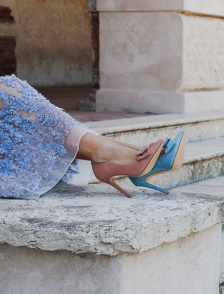 Mismatched colours suede pointy toe 10 cm heel pump from Gen Nee shoes. Harper model, vintage pink and maya blue