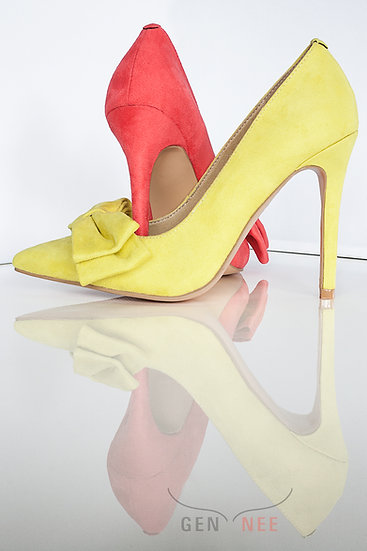 Mismatched colours suede pointy toe 10 cm heel pumps with bow from Gen Nee shoes. Alex model, imperial red and yellow