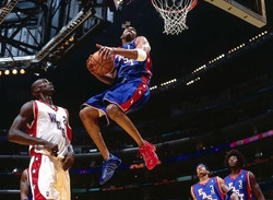 Tracy McGrady with mismatched shoes