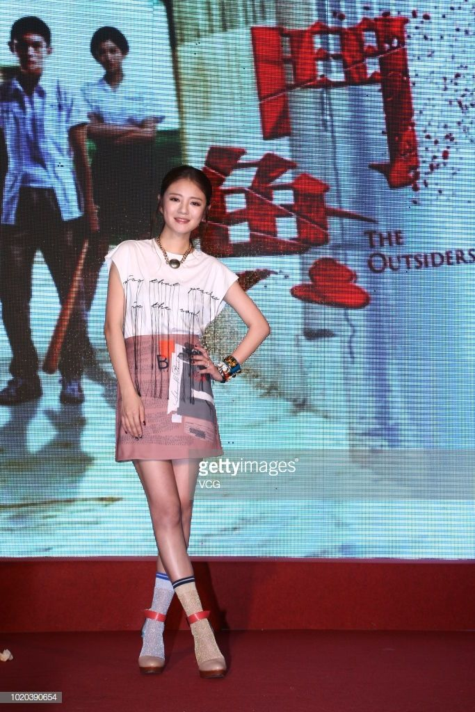 "Actress Ady An Yi-xuan attends 'The Outsiders"" with mismatched shoes"