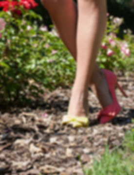Mismatched colours suede pointy toe 10 cm heel pump from Gen Nee shoes. Alex model, imperial red and yellow