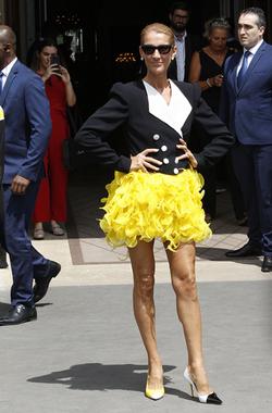 Celine Dion wearing mismatched shoes Aug