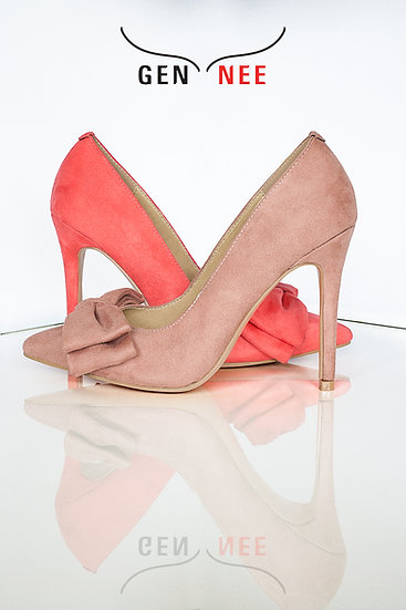 Mismatched colours suede pointy toe 10 cm heel pumps with bow from Gen Nee. Andrea model, imperial red and indian red