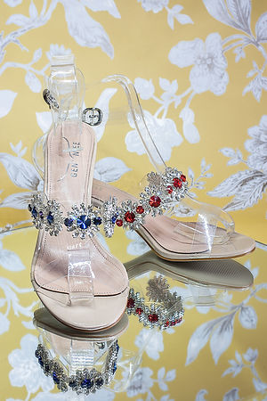 4 cm heel sandals with transparent straps and jewels, ruby and amber. These sandals are designed to make your feet look gorgeous and make you feel glowing. https://www.gen-nee.com