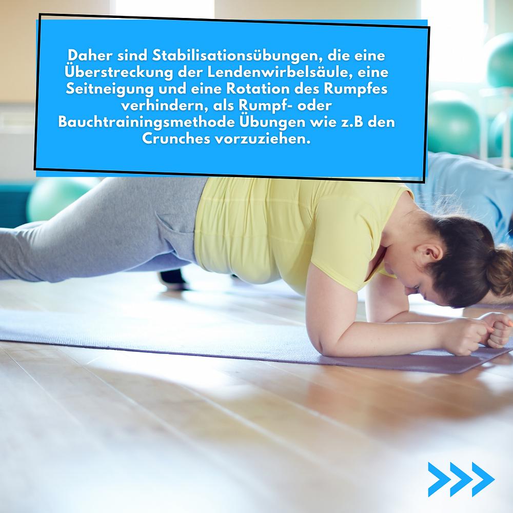 Stabilisationsübungen, die eine Überstreckung der Lendenwirbelsäule, eine Seitneigung und eine Rotation des Rumpfes verhindern, Bauchtrainingsmethode Übungen wie Crunches vorzuziehen.
