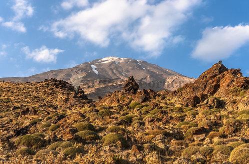 El volcán más alto de Asia desde el campo base