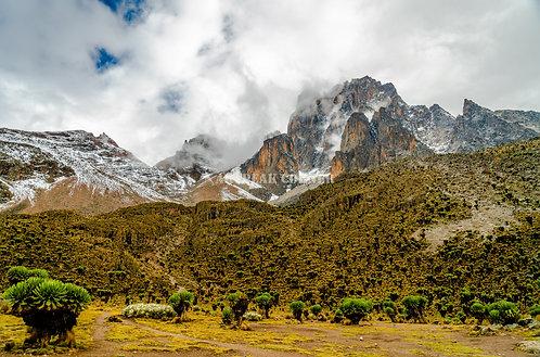 La segunda montaña más alta de África. Monte Kenia