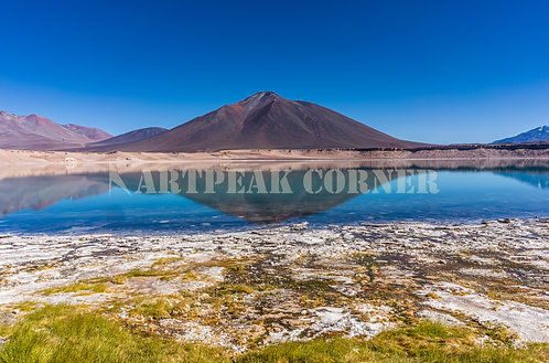 El reflejo de la Laguna Verde en los Andes