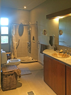 Casa Coolio Main House_Bathrooms_02