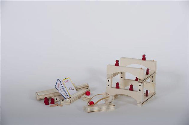 Project in cooperation with the Red toolbox. Wooden Blocks game design. Got chosen by the company.