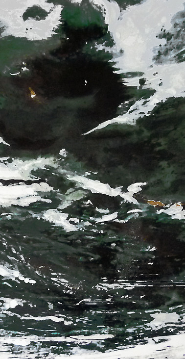 On the borderline of abstraction, this diptych is composed of two paintings representing the force and agitation of waves and sea waves. Two liquid whirlpools unfold, where greyish, greenish, blackish hues are mixed and inseparable. Beautiful and terrifying, the sea is here a reflection of the power of nature.