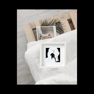 Oeuvre présentée : Caroline de Boissieu, GÉNÉRATIONS PLURIELLES, 2019. Techniques mixtes - oeuvre sur calque, 25 x 25 cm. Série limitée à 10 exemplaires.