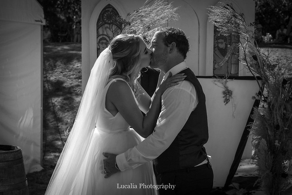 wedding couple kissing, Wairarapa