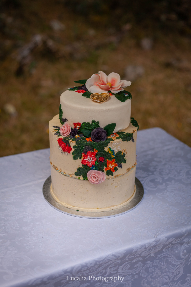 flower decorated wedding cake, Wairarapa wedding photographers