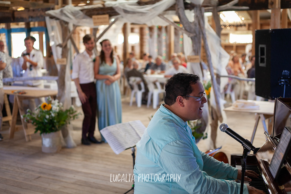 best man song, the Woolshed, Castlepoint Wairarapa wedding, Lucalia Photography