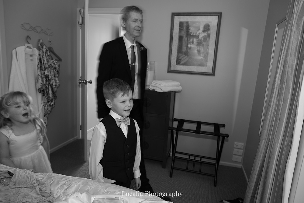 dad and children seeing bride for first time, Wairarapa