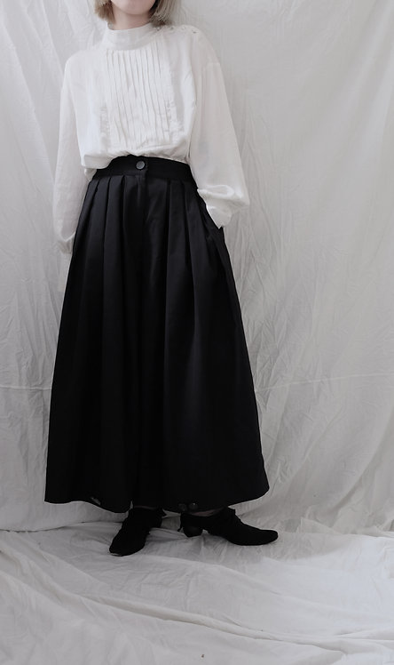 Fold pleated trouser