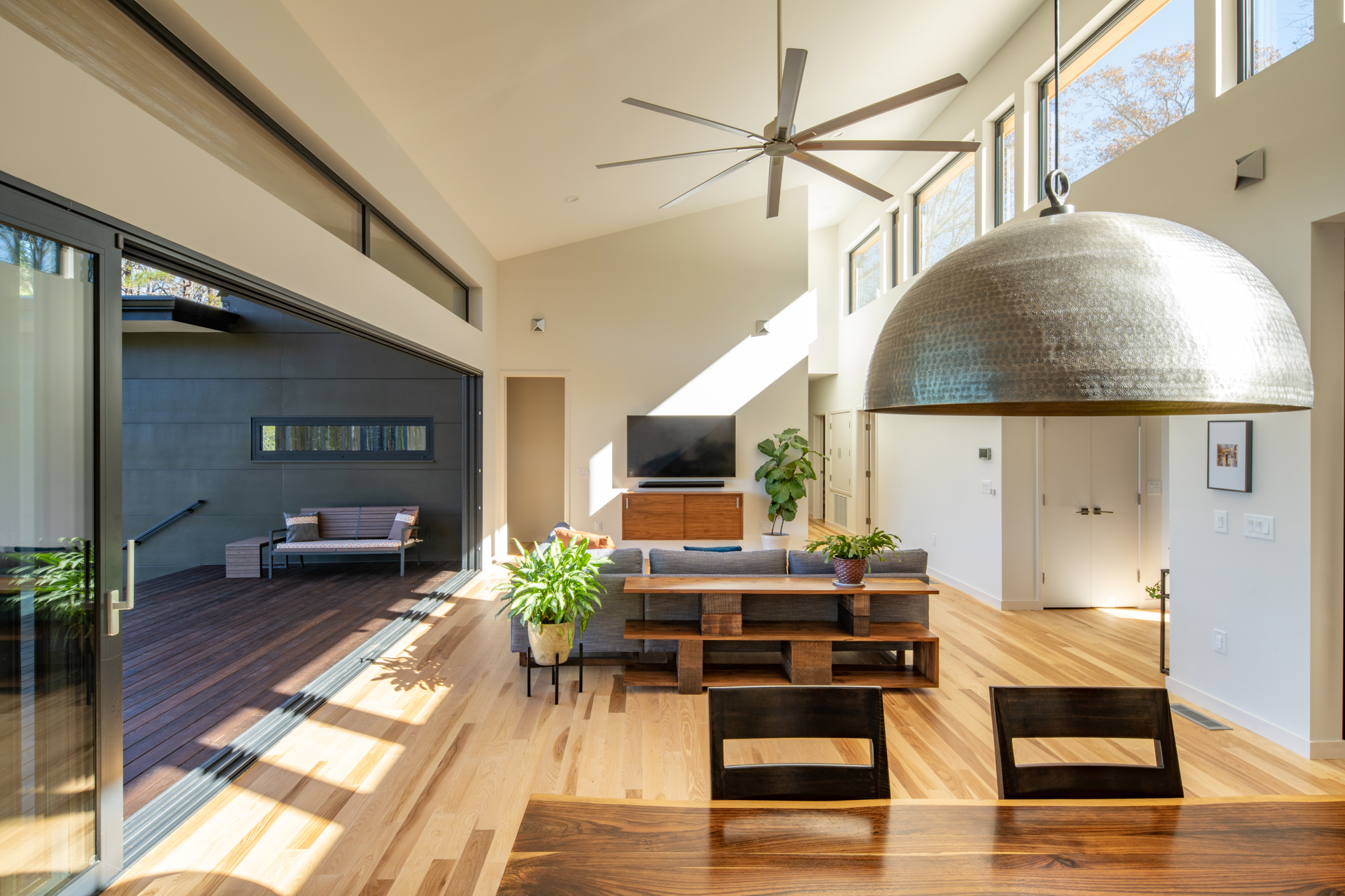 Connecting the indoors to the terrace