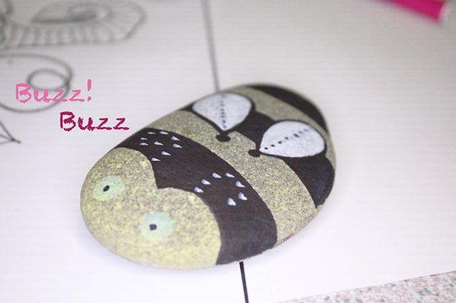 Buzz buzz! #bumblebee #rockfriends #pebblepals