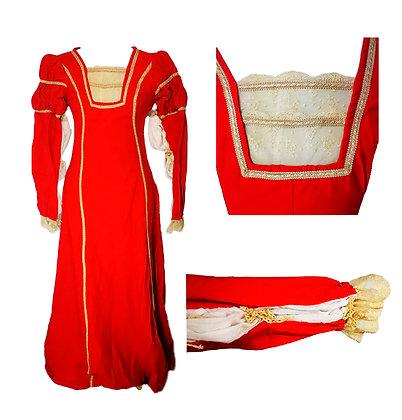 Vestido dama en color carmesí