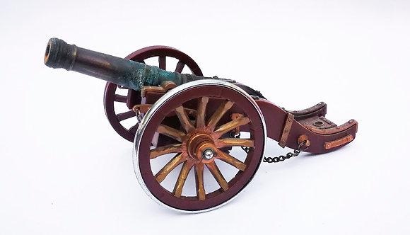 Artillería de juguete con soporte de plástico y cañón de metal