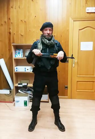 Uso y manejo AK-47 (atrezo)