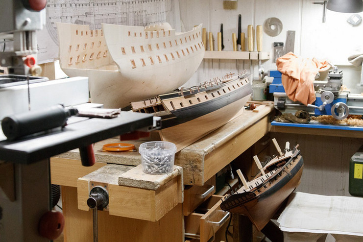 Montando cascos de navios