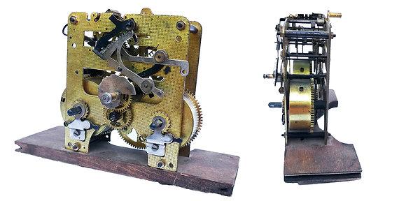 Mecanismo mecánico de engranajes antiguo funcional