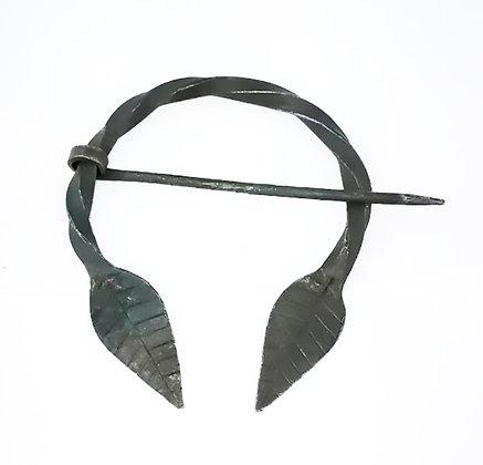 Fíbula hierro forjado terminado hojas