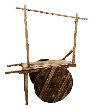 Carromato de madera con soporte para mercancía