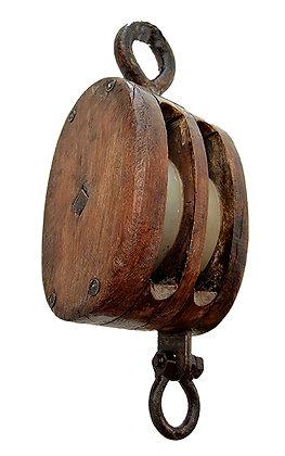 Poleas de madera de diferentes tamaños