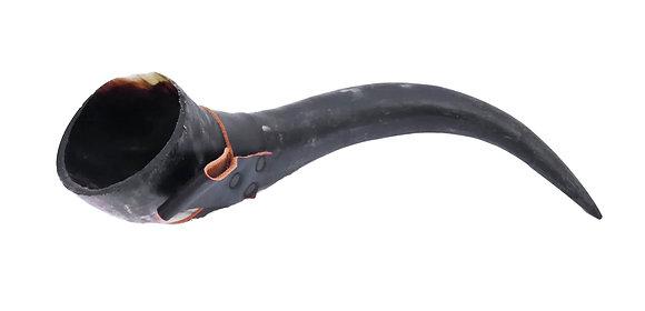 Cuerno para beber con soporte de cuero para cinturón