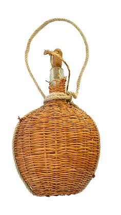 Botella antigua forrada de paja