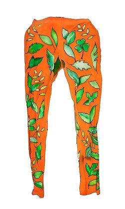 Mallas naranja con hojas verdes